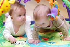 babies-playing-16013206
