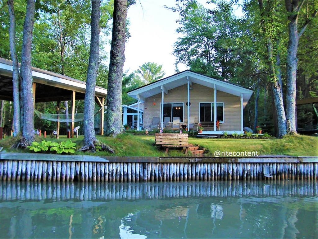 A home on bank of Indian RIver